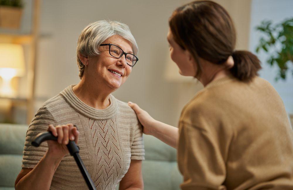 Warto rozmawiać! Jak rozmawiać z seniorem?