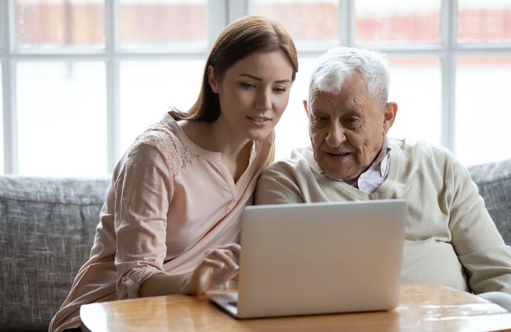 Czym powinien wyróżniać się opiekun osoby starszej?