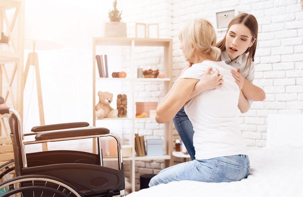 Jak podnosić osobę starszą?