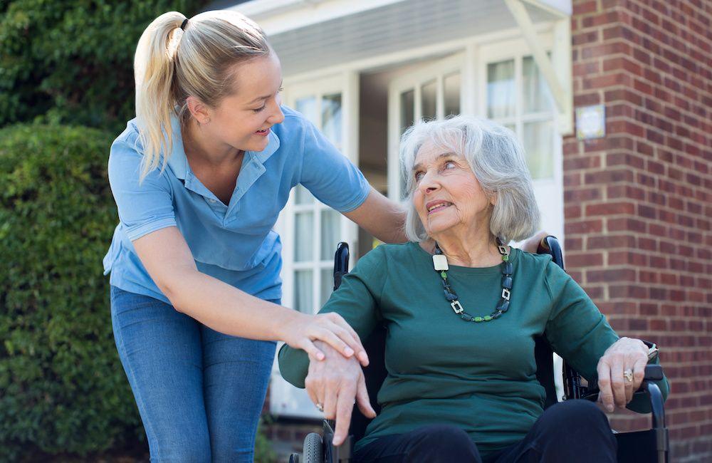 Czy praca opiekunki trwa całą dobę?