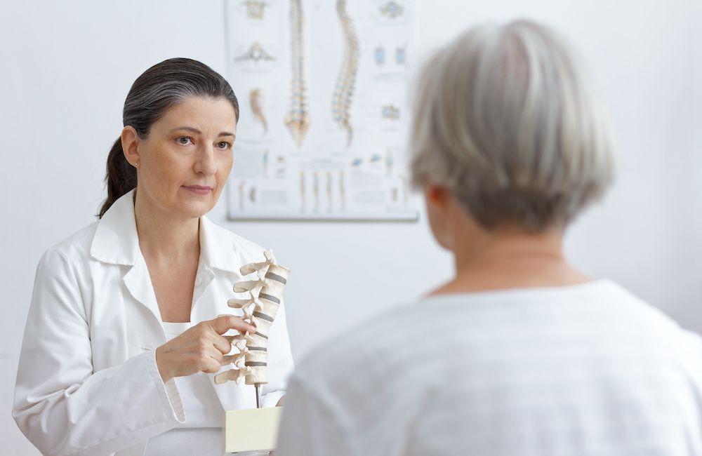 Osteoporoza u podopiecznego – jak sobie z nią radzić?