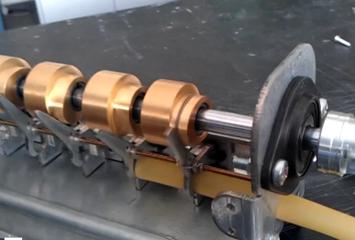 ייצור תנועת הנוזל ללא שימוש בחלקים פנימיים נעים או חלקים מכאניים