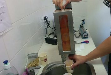 פטנט לסחיטת מיץ תפוזים ללא צורך בניקוי המכשיר לאחר השימוש