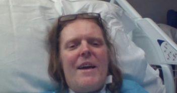 凱爾克是英國住院最久的確診者,治療一年多選擇解脫。(圖/翻攝自gofundme)