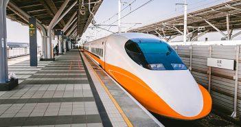 洪男自行入座高鐵商務艙座位,並對列車長咆哮,「不要逼我拿刀」。(示意圖/取自pixabay)