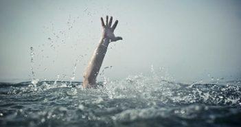 有一名男子暗夜偷跑到石梯港釣魚,慘跌落7公尺深箱涵。