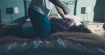 吳男把女友閨蜜帶到房間裡性侵。(示意圖/取自Pixabay)