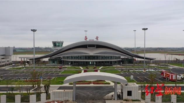 涉事飛機隸屬成都淮州機場的飛航公司「四川飛歌」。(圖/翻攝自微博)