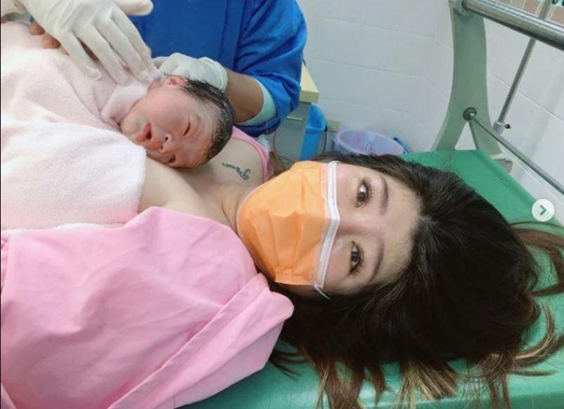 羅尚樺的妻子在昨日生下女兒「小玉米」。(圖/翻攝自羅尚樺妻子臉書)