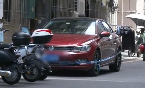 深圳3歲女童鎖車內遭悶死。(圖/翻攝自微博)
