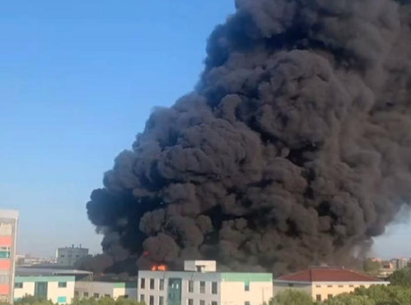 上海市松江區消防救援支隊發文表示,火災已撲滅,無人傷亡。(圖/翻攝自「極目新聞」微博)