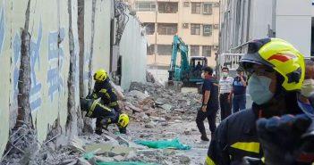 花蓮漫波飯店拆除過程中突倒塌。(圖/中天新聞)