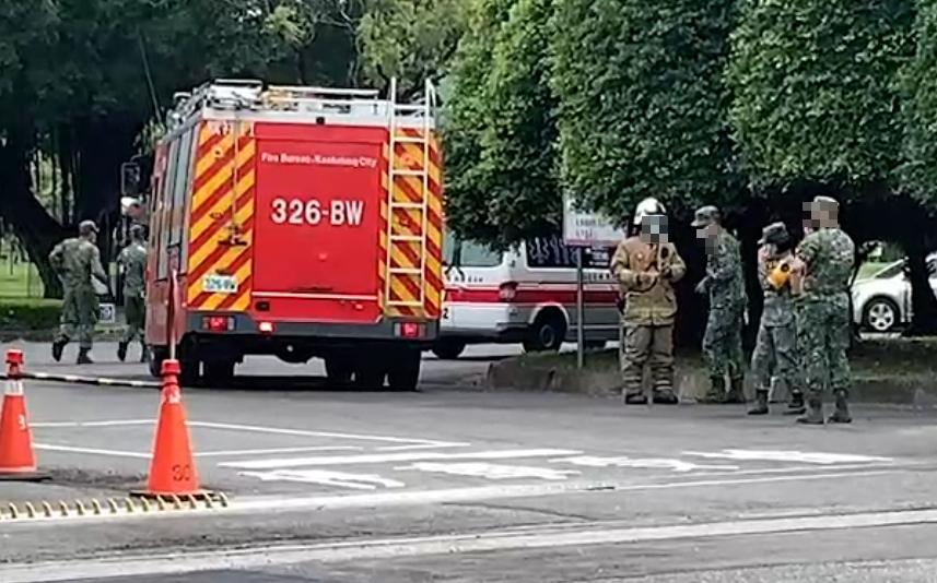 高雄市鳳山區陸軍步兵訓練指揮部暨步兵學校內的靶場,不知為何發生未爆彈爆炸意外,導致2名學生受傷。(圖/中天新聞)