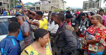 喀麥隆爆發大規模抗議活動。(圖/翻攝自twitter/@ReginaSondoM)