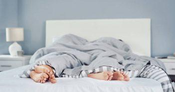 2人纏綿到一半,女子突然出現心悸、暈眩症狀。(圖/示意圖/取自Pixabay)