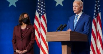 美國3年半前戲劇性從聯合國人權理事會出走,如今華府在總統拜登(右)主政下重返,勢與大陸正面對決。(圖/翻攝自臉書/joebiden)