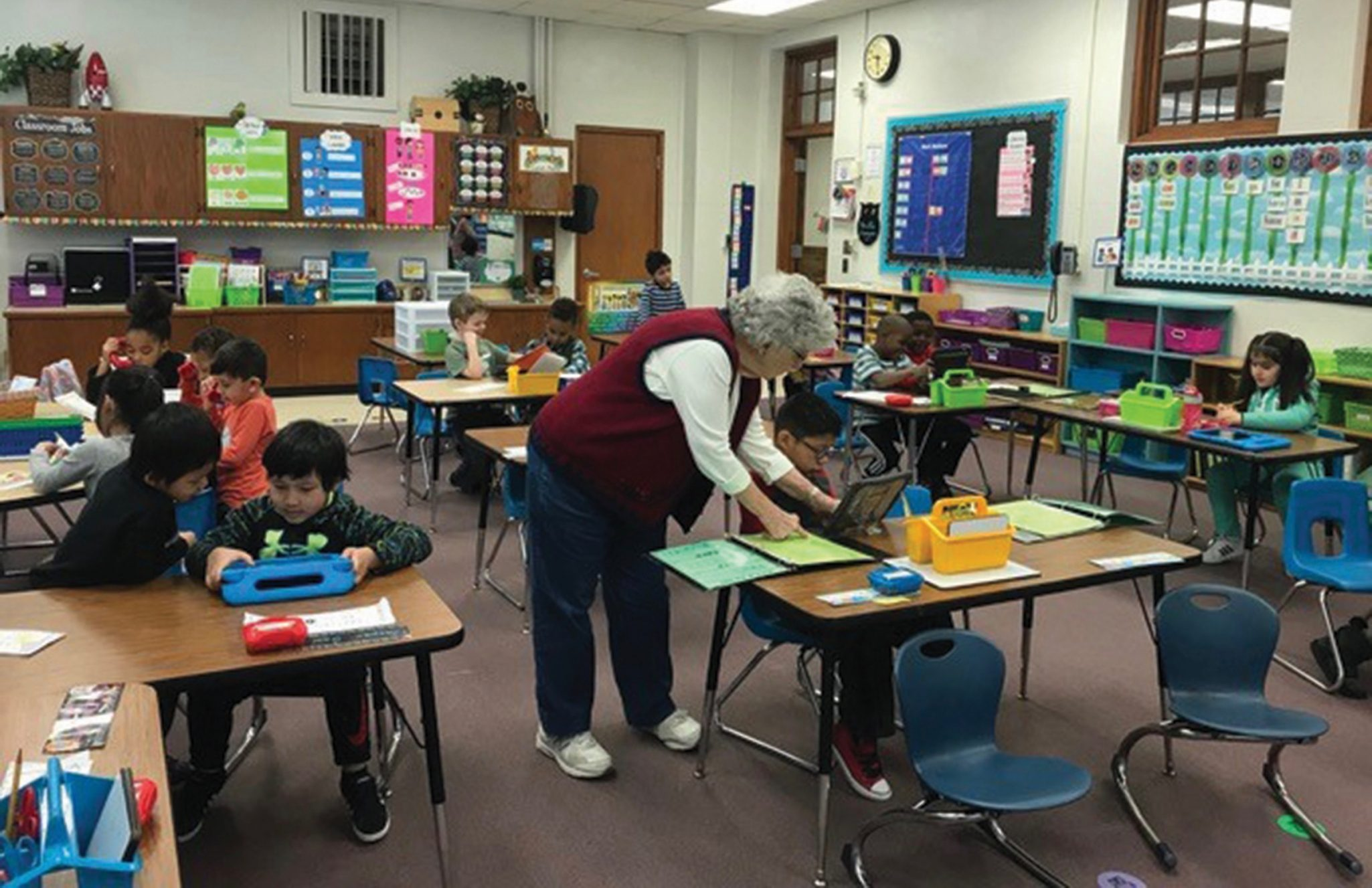 A Grand Lodge resident volunteering at a local elementary school