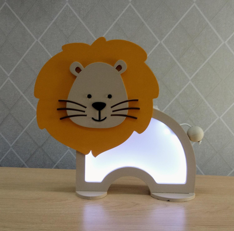Luminária Abajur Leão De Mesa Com Led Com Fio