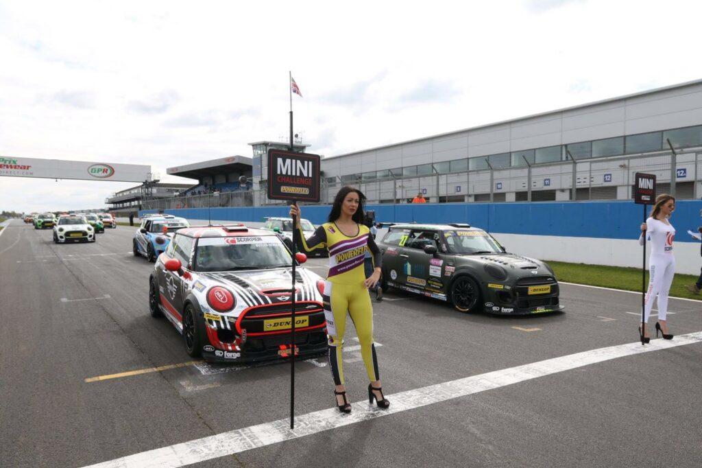 Mini Challenge 2016 Donington Park 01