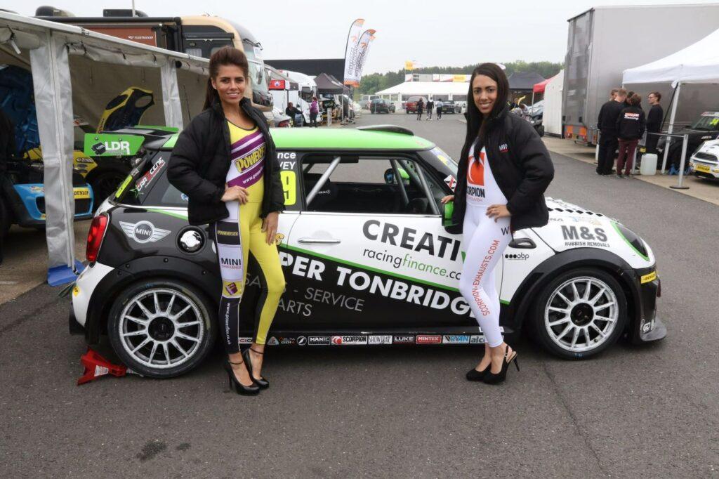 Mini Challenge 2016 Silverstone 01