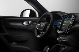 Volvo XC40 elettrica infotainment