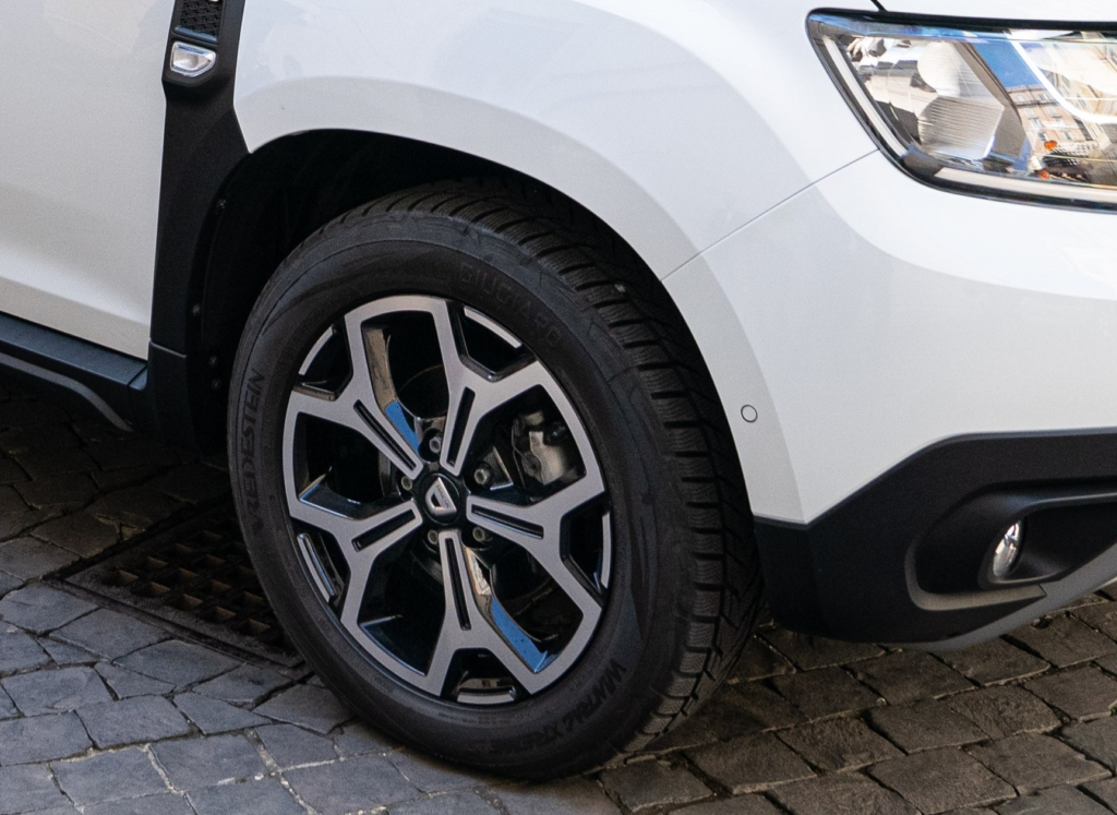 Papa Francesco Dacia Duster 4x4 Vredestein Wintrac Xtreme S recensioni