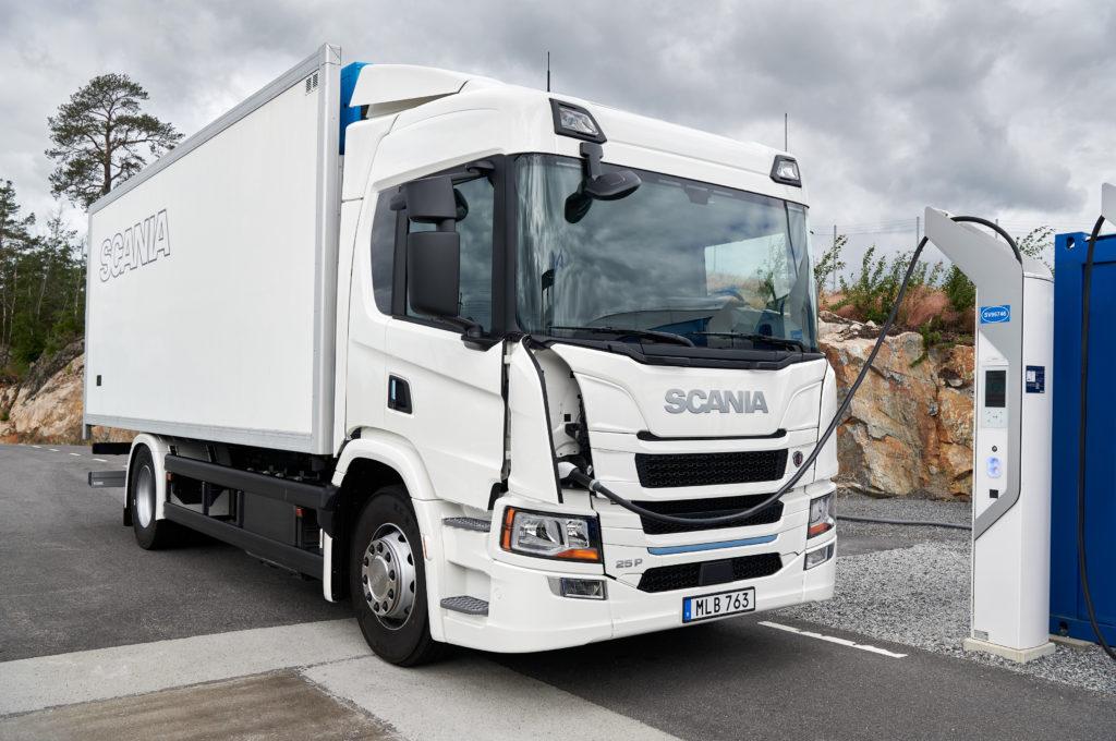 Scania introduce la prima gamma di camion elettrici sul mercato: un passo epocale verso un trasporto sostenibile