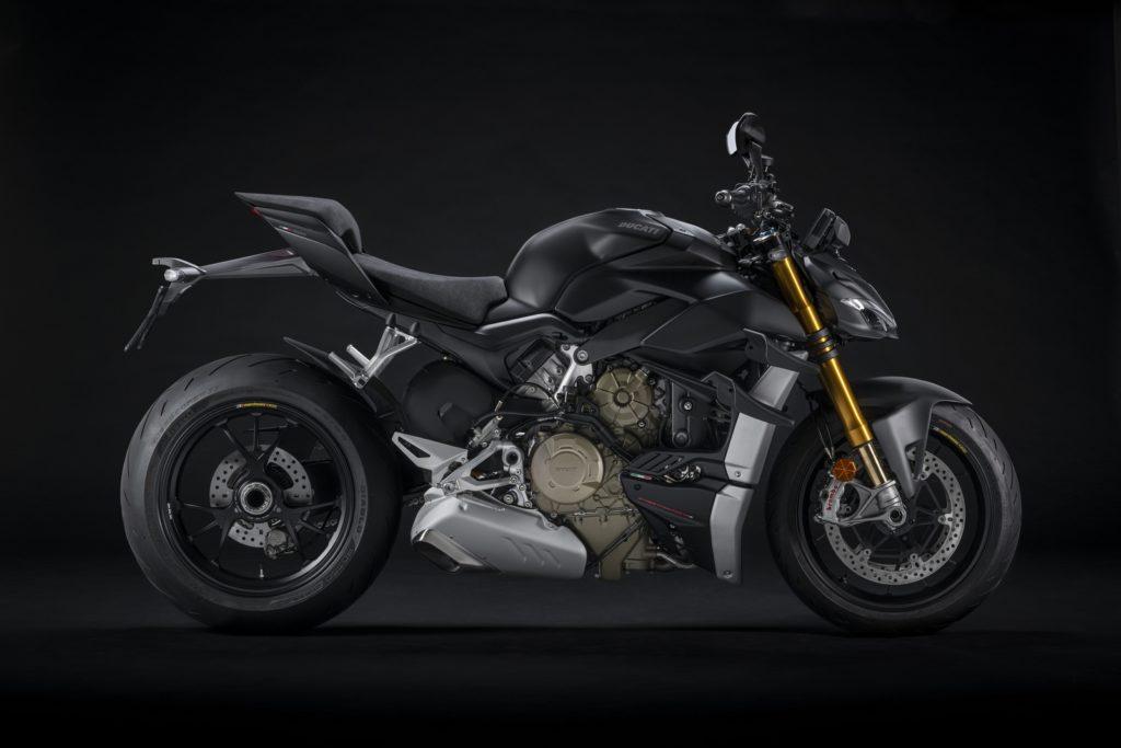Per il 2021 la gamma Streetfighter V4 diventa Euro 5 e si amplia con l'aggiunta della colorazione Dark Stealth