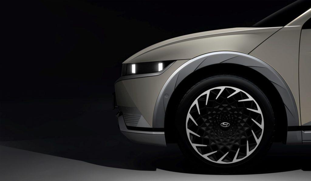 Hyundai svela le prime immagini teaser di IONIQ 5