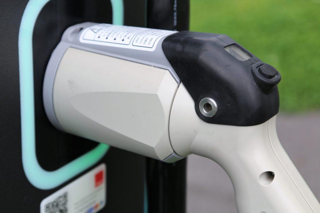 ricarica colonnine auto elettriche superno diesel e benzina cosa sapere