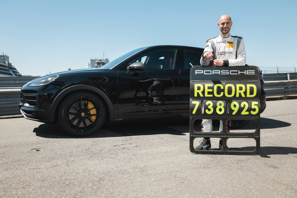 Porsche Cayenne record Nürburgring Nordschleife Pirelli P Zero Corsa