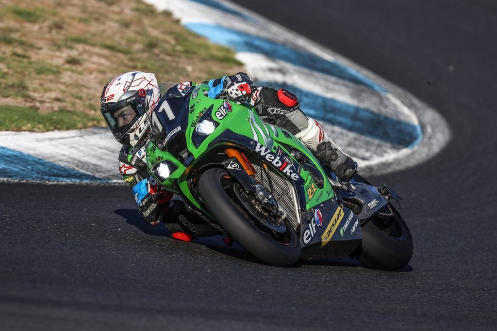 12h Estoril Doppio podio al termine della un team equipaggiato Dunlop in vetta alla classifica Webike SRC Kawasaki France Trickstar