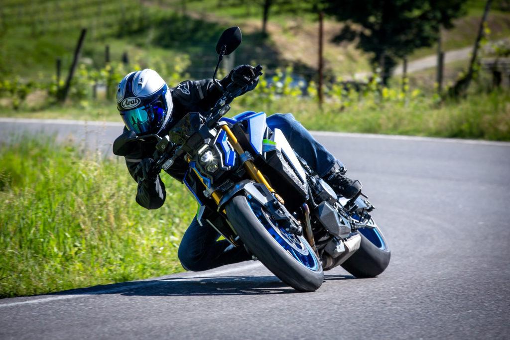 suzuki-eicma-2021-esposizione-ciclo-motociclo-accessori-milano