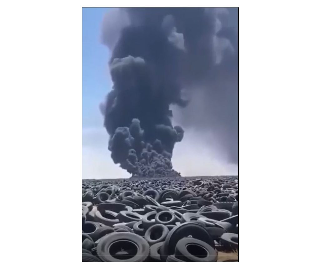 incendio-cimitero-di-pneumatici-sulaibiya-kuwait-gomme-fuoco