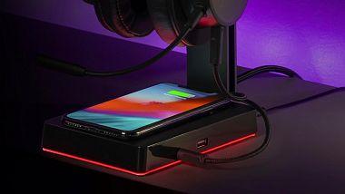 stojanek-na-headset-od-cooler-master-nabidne-7-1-zvuk-a-bezdratove-dobije-vas-mobil