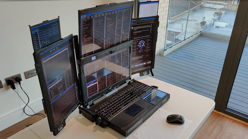 prototyp-unikatniho-notebooku-obsahuje-7-displeju