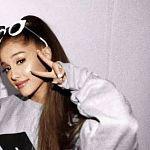 Ariana Grande Fans 2s