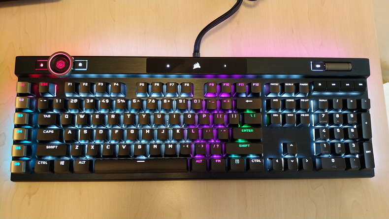 Herní mechanická klávesnice Corsair K100 RGB