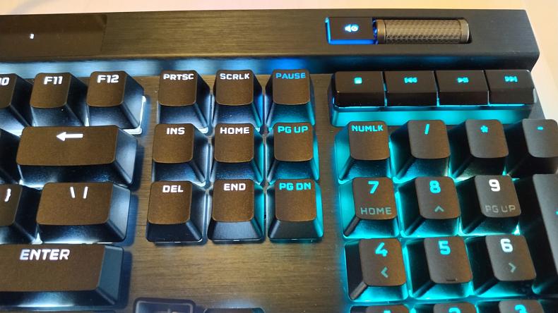 Corsair K100 RGB podsvícená klávesnice