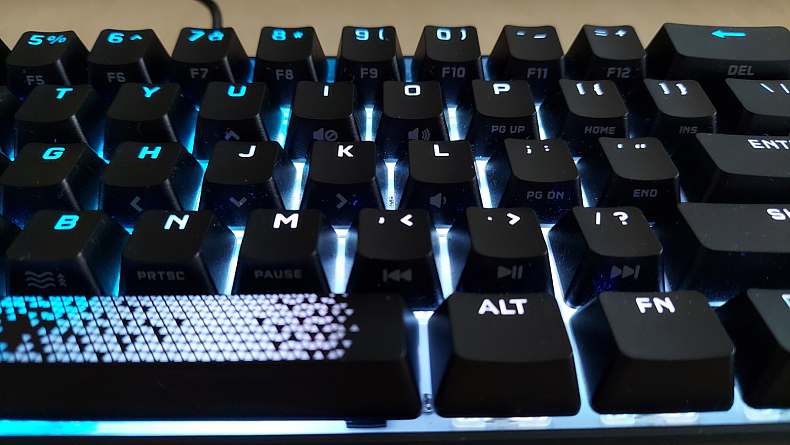 Corsair K65 RGB MINI klávesnice pro hráče recenze
