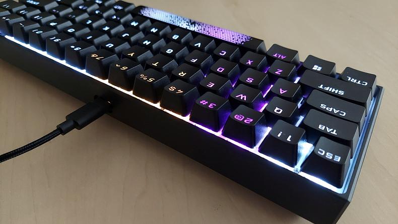Malá herní klávesnice Corsair K65 MINI