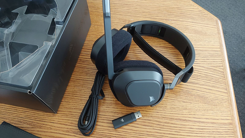 Corsair HS80 RGB Wireless sluchátka s mikrofonem