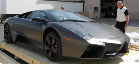 Before The Rare Lamborghini Made His Way Into The Dealership And Probably  Towards A Lucky Customers Garage, A Car Enthusiast Managed To Snap Some  Photos Of ...