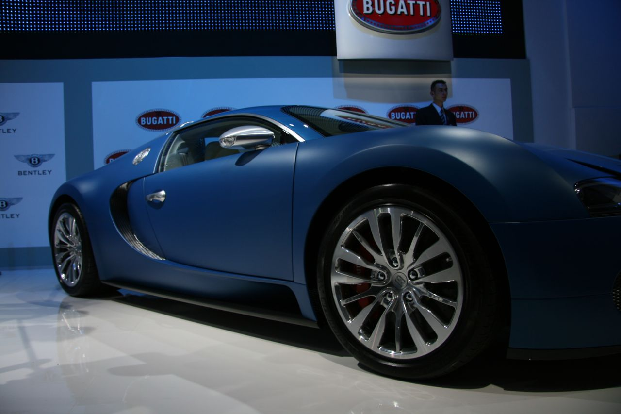 geneva bugatti veyron bleu centenaire gtspirit. Black Bedroom Furniture Sets. Home Design Ideas