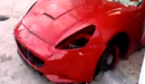 Video Ferrari California Ripped Apart in Tunisia