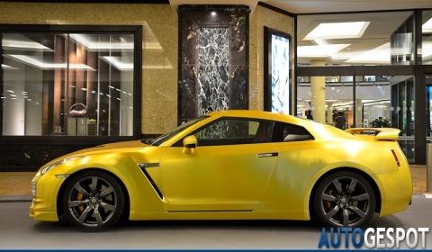 Overkill Matte Gold Nissan R35 GT-R 01