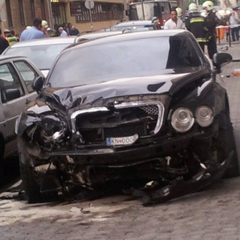 Car Crash Bentley Wrecked in Budapest 03