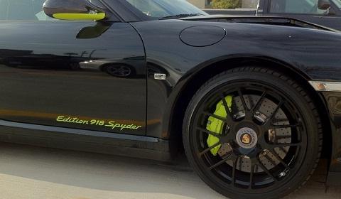 car crash porsche 911 turbo s edition 918 spyder fender bender gtspirit. Black Bedroom Furniture Sets. Home Design Ideas