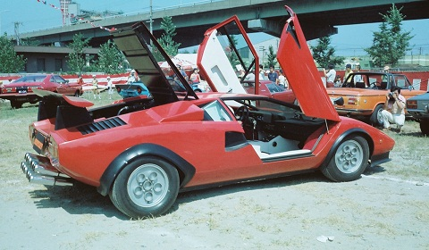 Walter Wolf Lamborghini Countach With 12 Exhaust Tips