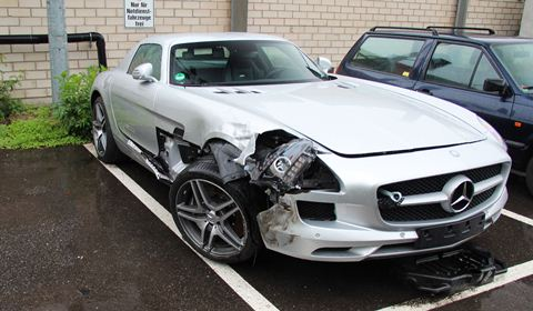 Car crash mercedes benz sls amg wrecked in germany gtspirit for Mercedes benz used cars in germany for sale
